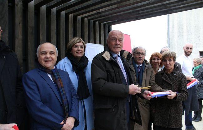 Le président de la région Nouvelle-Aquitaine, Alain Rousset, a inauguré le 12 janvier 2017 le nouvel atelier de tonnellerie du CFA Gironde, à Blanquefort