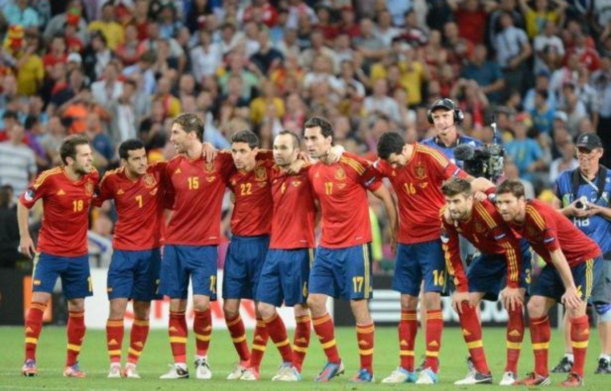 L'Espagne, qui dispute dimanche contre l'Italie la finale de l'Euro-2012, sa troisième de rang après les titres européen de 2008 et mondial de 2010, a affiché sa motivation vendredi à l'idée de réaliser un triplé Euro-Mondial-Euro inédit dans l'histoire du football. – Damien Meyer afp.com