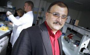 """Le professeur Gilles-Eric Séralini, qui a dirigé une étude choc sur la toxicité d'un OGM, en cours d'examen par les autorités sanitaires, s'est dit lundi """"attaqué de manière extrêmement malhonnête par des lobbies"""" en réponse aux critiques sur son étude dévoilée mercredi."""
