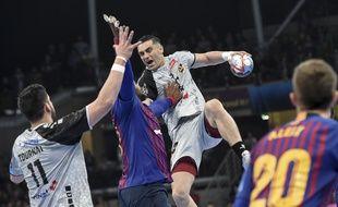 Lazarov en échec face à la défense barcelonaise.