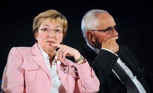 """De droite comme de gauche, ces élus défendent la pertinence du découpage territorial actuel. """"L'erreur serait de ne pas confirmer le département comme cadre d'une solidarité entre les territoires, les individus, les générations"""", a affirmé l'hôte du congrès, Patrick Weiten (Moselle, centre droit). François Hollande a déjà dit que telle n'était pas son intention."""