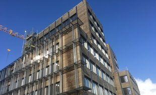 Chantier de l'immeuble de bureaux Perspective, à ossature bois, quai de Brienne à Bordeaux.