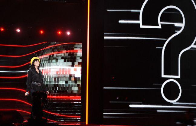 Qui est venu chanter avec Lio ? Pour cette dernière, comme pour le public, c'est un point d'interrogation.