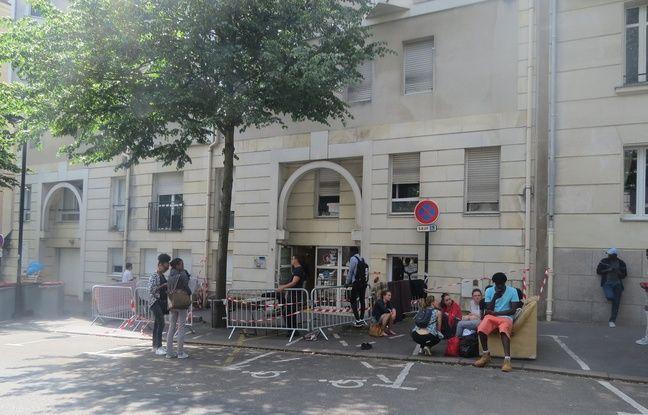 L'entrée du centre Brea, ce lundi
