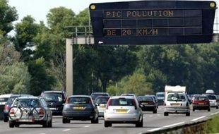 Les députés ont adopté mardi un amendement UMP au projet de Budget 2009 réduisant le malus automobile, qui pénalise l'achat de véhicules polluants, pour les familles de trois enfants et plus.