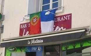 La devanture du bar Le Madérien à Cerizay.