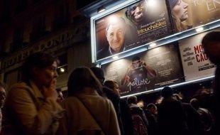 Les salles de cinéma françaises ont connu une fréquentation record depuis 45 ans en 2011 avec 215,6 millions d'entrées, tirée par l'augmentation des entrées des films français, a annoncé mardi le Centre national du cinéma (CNC).