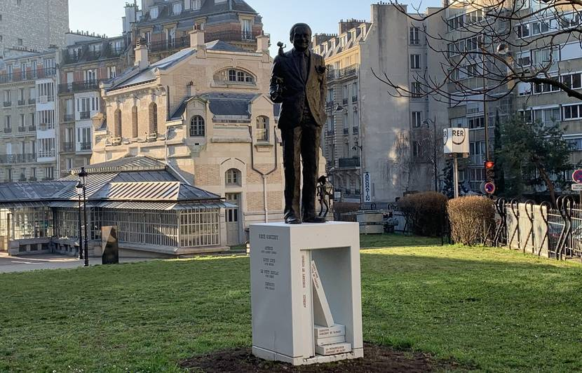 Paris : Une statue de René Goscinny inaugurée ce jeudi devant les fenêtres où vivait l'auteur de BD