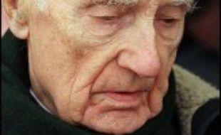 """Maurice Papon, condamné pour """"complicité de crimes contre l'humanité"""" pour son rôle dans la déportation des juifs pendant l'Occupation, a été hospitalisé jeudi soir pour une """"insuffisance cardiaque""""."""