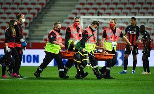 Le Niçois Alexis Claude-Maurice évacué sur civière, lors du match contre Strasbourg dimanche soir