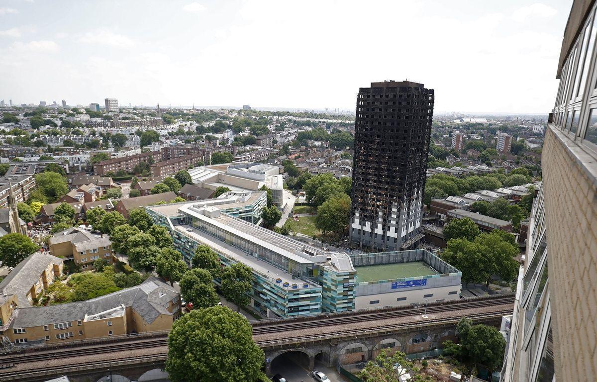Le bilan de l'incendie de la tour Grenfell à Londres s'est alourdi ce samedi. Il y a au moins 58 personnes déclarées mortes par les autorités britanniques. – Tolga AKMEN / AFP