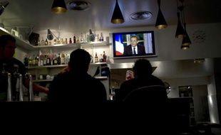 """Un peu plus d'un Français sur deux (55%) a trouvé Nicolas Sarkozy """"convaincant"""" lors de son intervention télévisée jeudi soir, selon un sondage OpinionWay pour Le Figaro à paraître lundi."""