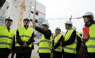 Une délégation chinoise visite l'usine Synutra de Carhaix le 22 mai 2015.