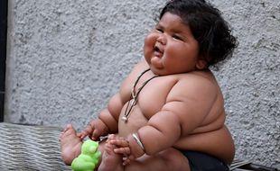 Chahat Kumar, petite indienne de 8 mois pèse déjà 17 kilos. En avril 2017, son histoire fait le tour du Web.