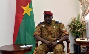 L'homme fort du Burkina Faso, le lieutenant-colonel Isaac Zida, au Conseil économique et social à Ouagadougou, le 14 novembre 2014