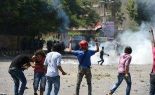 Les protestations contre un film dénigrant l'islam ont pris une tournure violente jeudi avec la mort de quatre personnes au Yémen, où l'ambassade des Etats-Unis a été attaquée, et la poursuite des heurts devant celle du Caire.