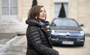 La secrétaire d'Etat à la Santé Nora Berra, qui avait dénoncé son investiture par l'UMP dans la 3e circonscription du Rhône alors qu'elle était candidate dans la 4e, a annoncé dans un courrier qu'elle renonçait à cette 3è circonscription