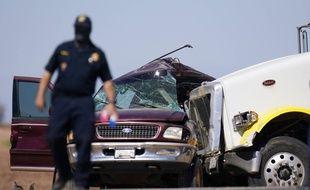 Une collision entre un SUV transportant 25 personnes et un semi-remorque a fait 13 morts en Californie le 2 mars 2021.