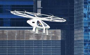 Le prototype de taxi volant de Volocopter, lors de son premier vol en ville à Singapour le 21 octobre 2019.