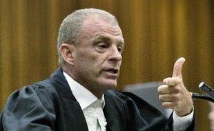 Le procureur Gerrie Nel lors de sa description peu flatteuse du champion paralympique sud-africain Oscar Pistorius, jugé pour le meurtre de sa petite amie, au tribunal de Pretoria le 10 avril 2014