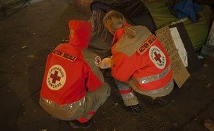 Illustration du grand froid en France et dans toute l'Europe. Maraude de la Croix-Rouge sur le secteur d'Issy-les-Moulineaux.