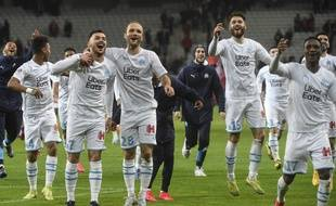 Marseille's players celebrate after winning the French L1 football match between Lille LOSC and Olympique de Marseille at the Pierre-Mauroy stadium in Villeneuve-d'Ascq, near Lille, northern France, on February 16, 2020. (Photo by FRANCOIS LO PRESTI / AFP)
