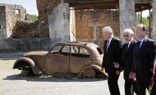 Les présidents allemand Joachim Gauck et français François Hollande se sont recueillis, main dans la main, mercredi dans l'église d'Oradour-sur-Glane, théâtre en 1944 du pire massacre nazi en France occupée, un geste symbolique fort pour réaffirmer l'étroitesse des relations franco-allemandes.