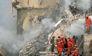 Six personnes ont été extraites vivantes des décombres.