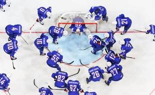 France's players gather ahead of the group A preliminary round match France vs Germany at the 2015 IIHF Ice Hockey World Championships on May 2, 2015 at the O2 Arena in Prague. AFP PHOTO/JONATHAN NACKSTRAND