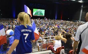 Une des nombreuses supportrices des Bleus portant le numéro 7 d'Antoine Griezmann, ce dimanche, au Spot (Mâcon).
