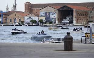 Un interdisant aux grands navires de croisière de pénétrer au coeur de la lagune de Venise, la ville évite d'entrer dans la liste de l'Unesco du Patrimoine mondial en péril