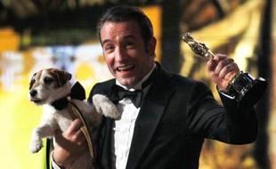 Jean Dujardin et le chien Uggie, aux Oscars 2012, le 26 février 2012.