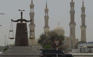 Un monument symbolisant la justice à Ras al Khaimah, aux Emirats arabes unis, le 3 mai 2012.