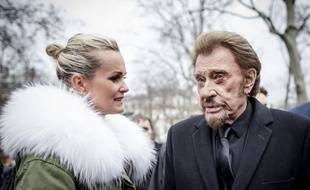 Laeticia et Johnny Hallyday lors de la cérémonie d'hommage aux victimes de l'attentat contre Charlie Hebdo, le 10 janvier 2016 à Paris.