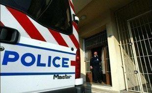 Un attentat à l'explosif a causé samedi des dégâts légers à une agence bancaire à Ajaccio (Corse-du-Sud) et aucun blessé n'est à déplorer, a-t-on appris de source policière.