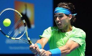 L'Espagnol Rafael Nadal s'est montré très solide pour relever en trois sets 6-4, 6-3, 6-4, le défi présenté par l'Allemand Tommy Haas, un ancien du circuit, et se qualifier pour le troisième tour de l'Open d'Australie, mercredi à Melbourne.