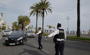 Des contrôles de police à Nice, le 17 mars 2020