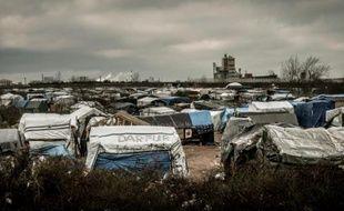 """Vue générale de la """"Jungle"""" de Calais, le 12 février 2016"""