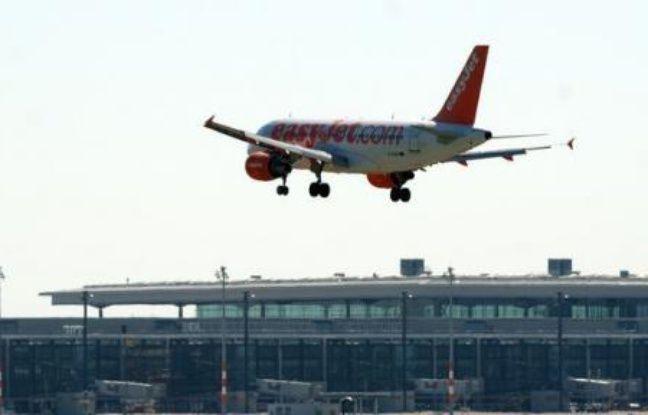 Le syndicat national des pilotes de ligne (SNPL) a indiqué jeudi soir avoir levé le préavis de grève qui appelait les quelque 250 pilotes de la compagnie EasyJet à faire grève les 15, 17 et 19 août afin d'obtenir une augmentation salariale.