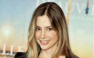 Mira Sorvino défend Like Dandelion Dust.