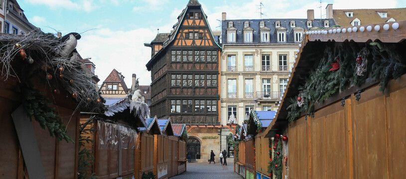 Des chalets du marché de Noël de Strasbourg fermés (illustration).