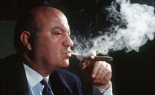 André Santini, député-maire UDI d'Issy-les-Moulineaux (Hauts-de-Seine) est le fondateur du Club des parlementaires amateurs de havane.