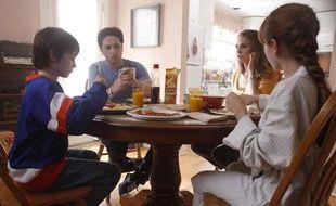 Keidrich Sellati, Keri Russell, Lily Taylor, Matthew Rhys dans                   «The Americans».