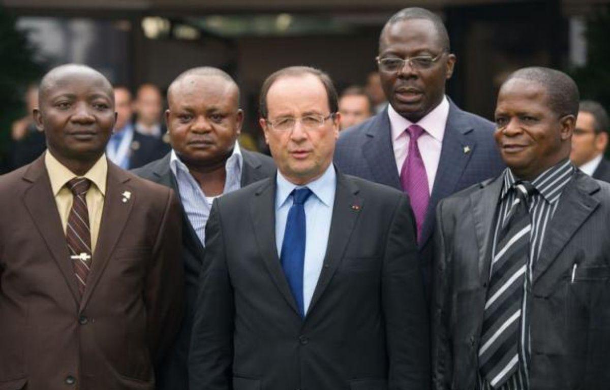 """Le président français François Hollande a souligné samedi à Kinshasa, en marge du 14e sommet de la francophonie, que """"parler le français, c'est aussi parler les droits de l'homme"""", après une rencontre avec l'opposition congolaise et des ONG. – Bertrand Langlois afp.com"""
