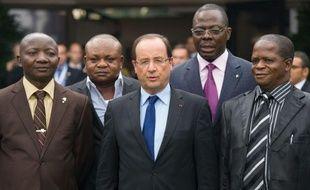 """Le président français François Hollande a souligné samedi à Kinshasa, en marge du 14e sommet de la francophonie, que """"parler le français, c'est aussi parler les droits de l'homme"""", après une rencontre avec l'opposition congolaise et des ONG."""