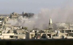 Image tirée d'une vidéo d'amateur, montrant des explosions dans la région de Homs, le 8 juin 2012
