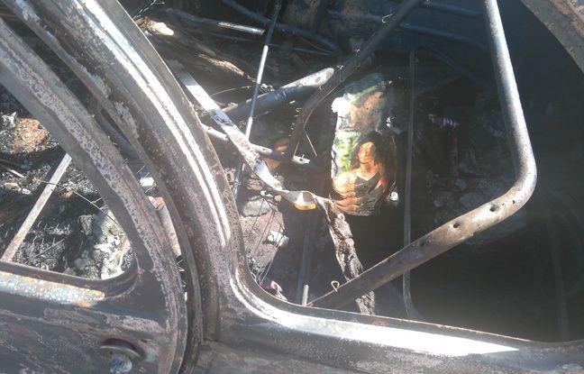 La 2CV d'une militante d'En Marche a été incendiée à Toulouse dans la nuit du 31 mai au 1er juin 2017.