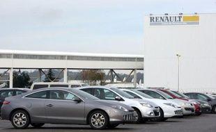 Renault a proposé mardi des départs anticipés à la retraite pour pénibilité à 3.000 salariés sur trois ans, un dispositif réclamé par les syndicats, mais qu'ils interprètent comme un dégraissage alors que la direction n'a pas encore annoncé d'embauches en parallèle.