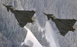 """Le groupe aéronautique européen (EADS) prépare """"une offre sérieuse"""" pour fournir 60 chasseurs Eurofighter aux Emirats arabes unis, a affirmé le PDG d'EADS Louis Gallois dans une interview publiée mardi par le Financial Times."""