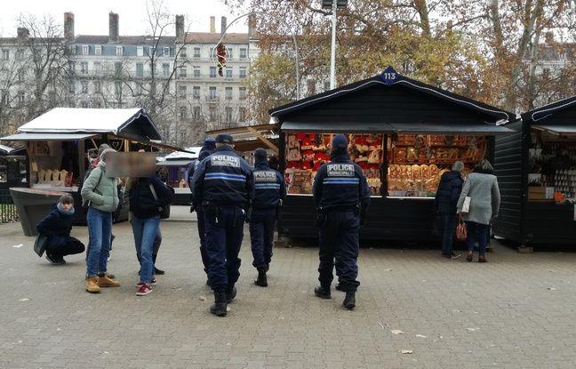 Lyon, le 12 décembre 2018. Le marché de la place Carnot à Lyon est placé sous haute sécurité suite à l'attentat de Strasbourg.